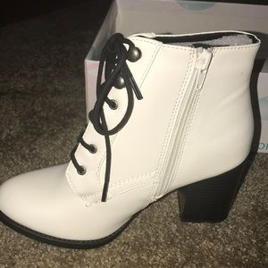 White heeled boot- size 6.5... cash app